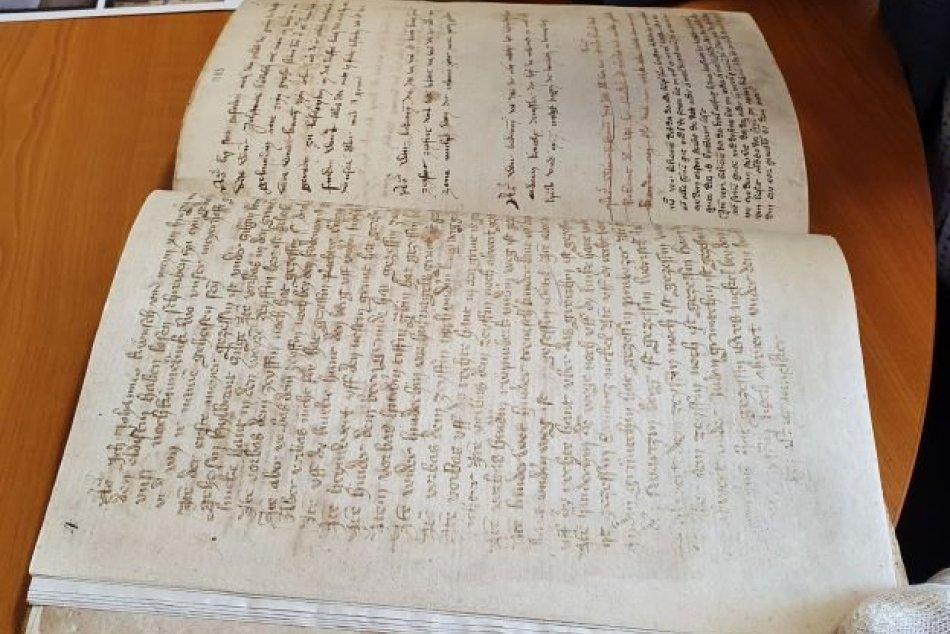 Pamätnú knihu mesta Spišská Nová Ves zo 14. storočia zreštaurovali