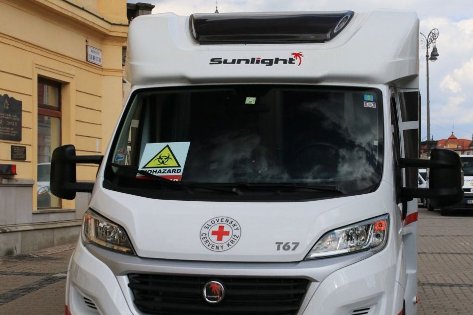 V OBRAZOCH: Špeciálne upravený karavan zvýši počty testovaných v BBSK