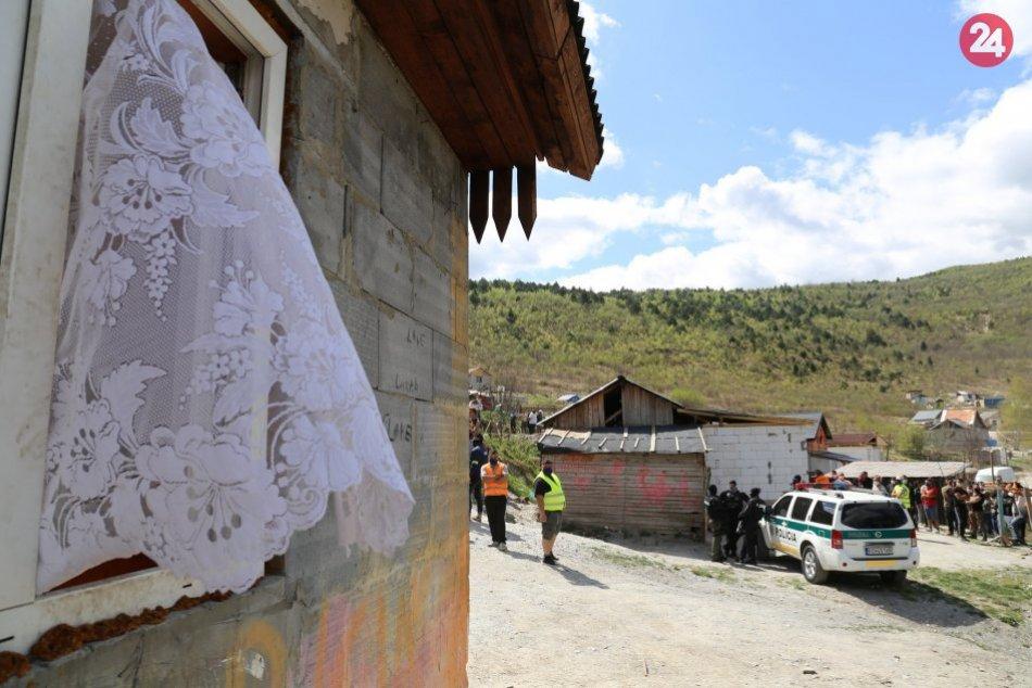 UNIKÁTNE ZÁBERY: Akcia NAKA v osade, kvôli podozreniu na úkladnú vraždu