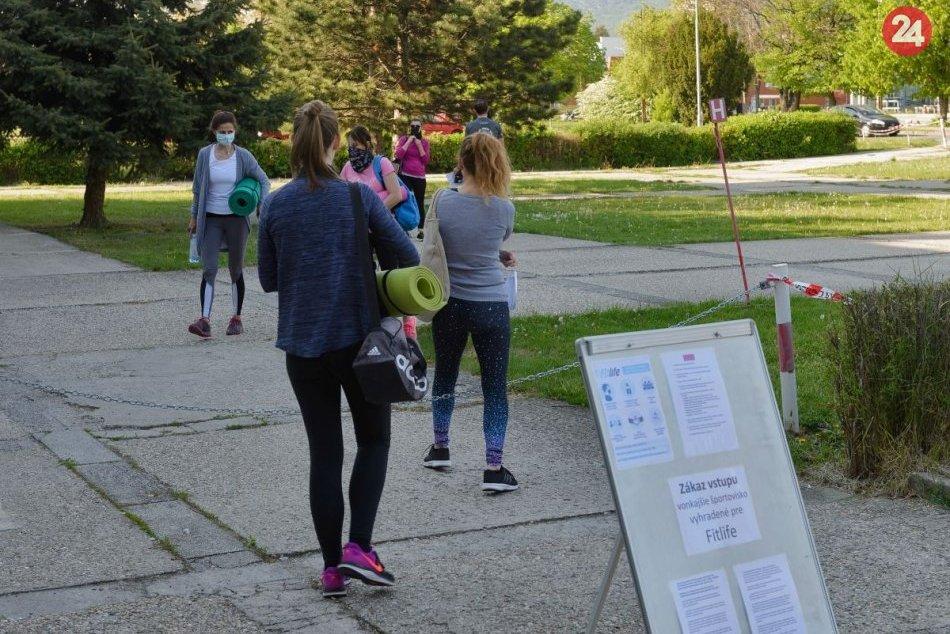 Pandémia prinútila športovcov vyjsť z telocvične na ulicu