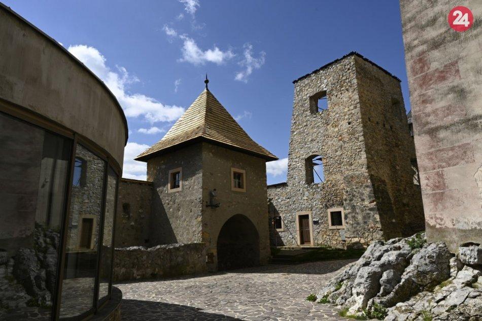 OBRAZOM: Trenčiansky hrad a pohľad na mesto v celej kráse