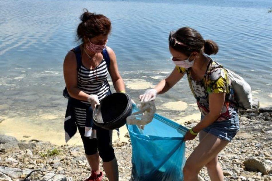 200 dobrovoľníkov vyzbieralo 285 vriec odpadu