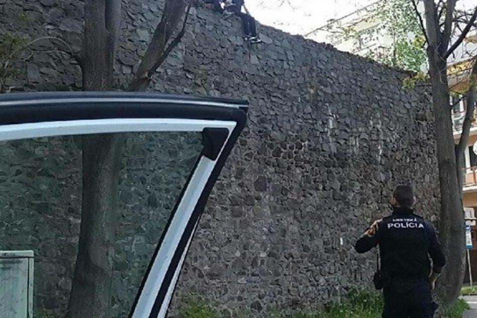 V OBRAZOCH: Mestskí policajti vo Zvolene zachránili vuplynulých dňoch dva život