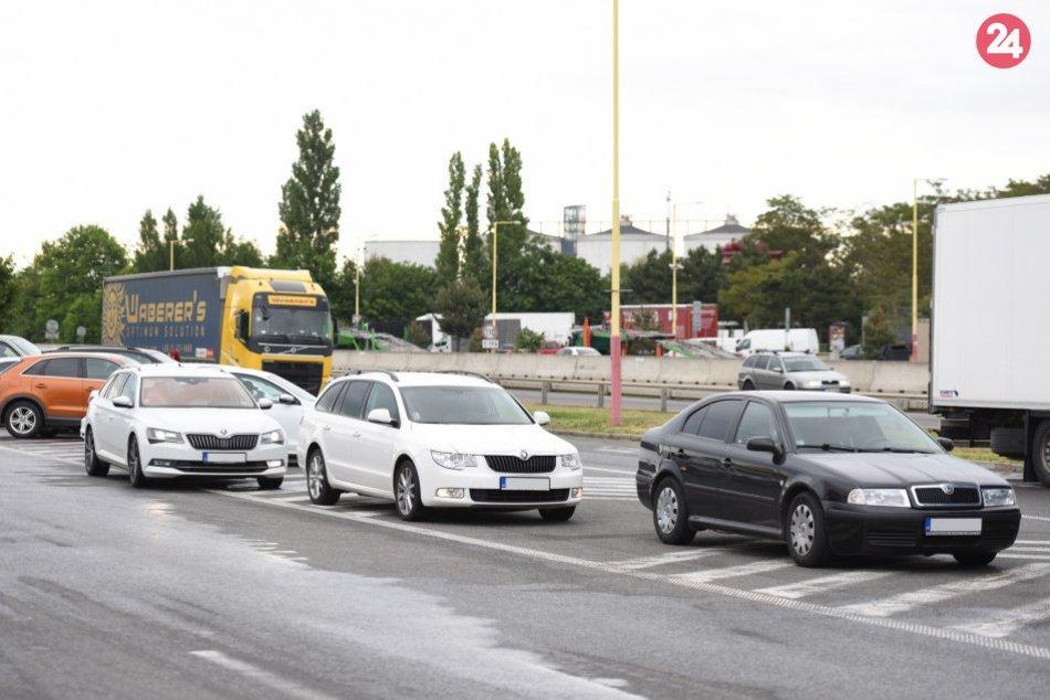 Majitelia fitness centier spomaľujú dopravu na diaľnici D1
