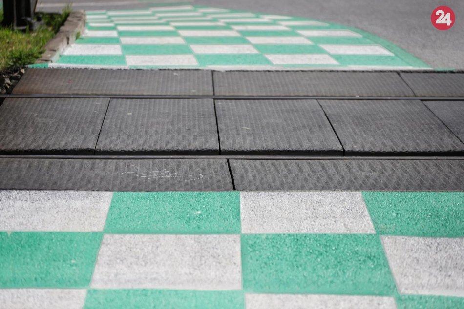 Obrazom: Netradičné šachovnicové značenie cyklochodníka v Prešove