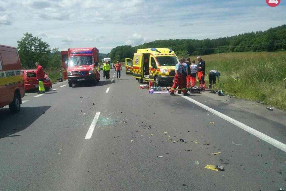 FOTO: Tragická nehoda dvoch motoriek a auta pri Zvolene