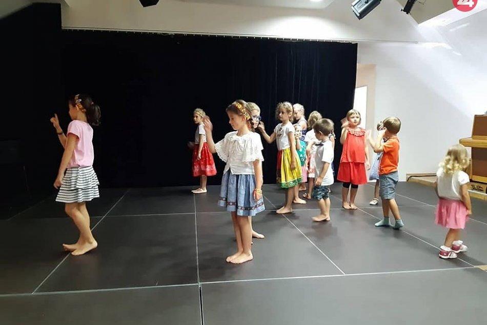 V OBRAZOCH: Školička ľudového tanca s UMB