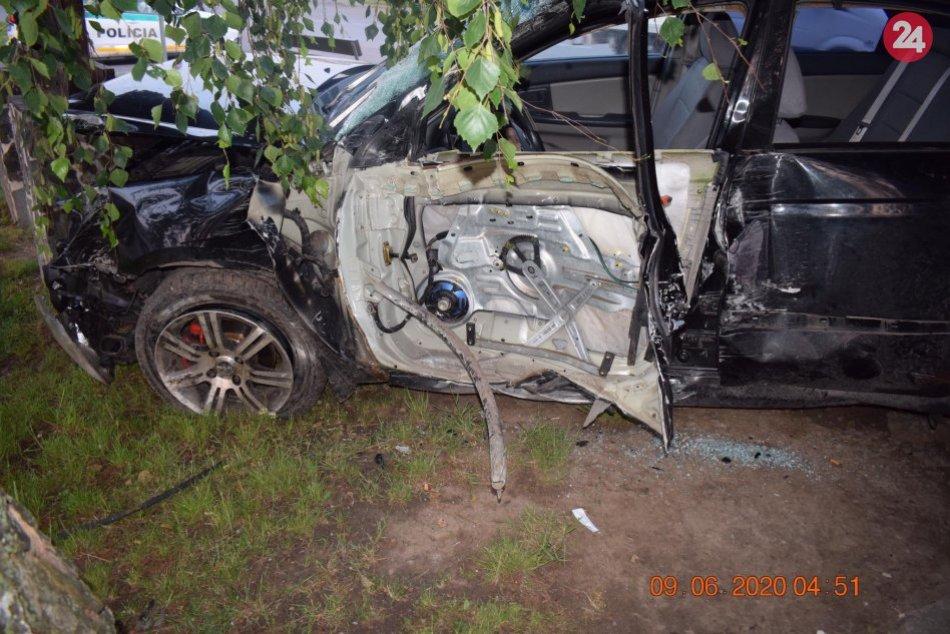 V OBRAZOCH: Mladý vodič havaroval v Radzovciach opitý