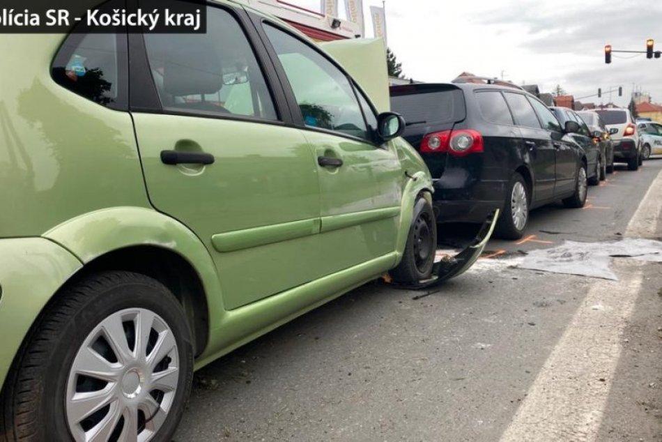OBRAZOM z reťazovej dopravnej nehody v Spišskej Novej Vsi