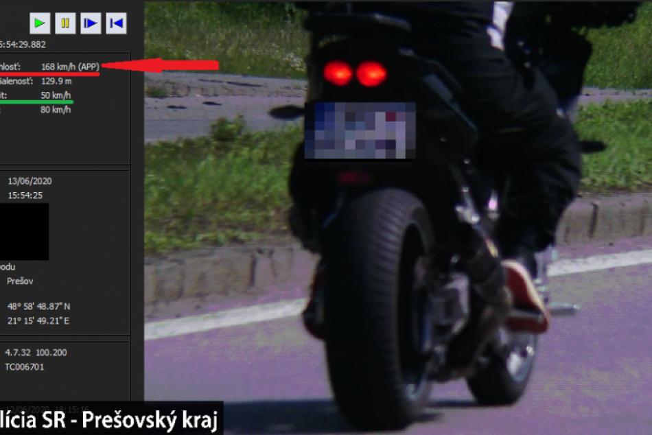 Obrazom: Rýchlosť jazdy motorkára v Prešove vyrážala dych