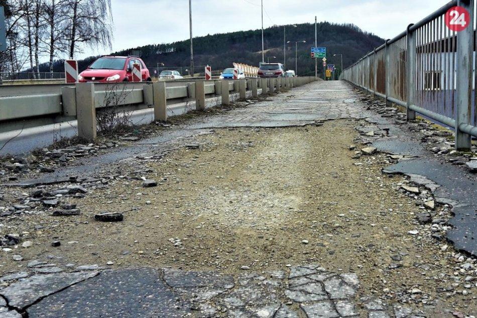 OBRAZOM: Chodník na Orlovskom moste si musí na opravu počkať