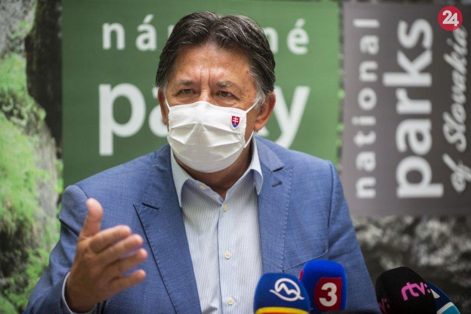 Minister ŽP SR Ján Budaj počas tlačovky na tému Zonácia národných parkov