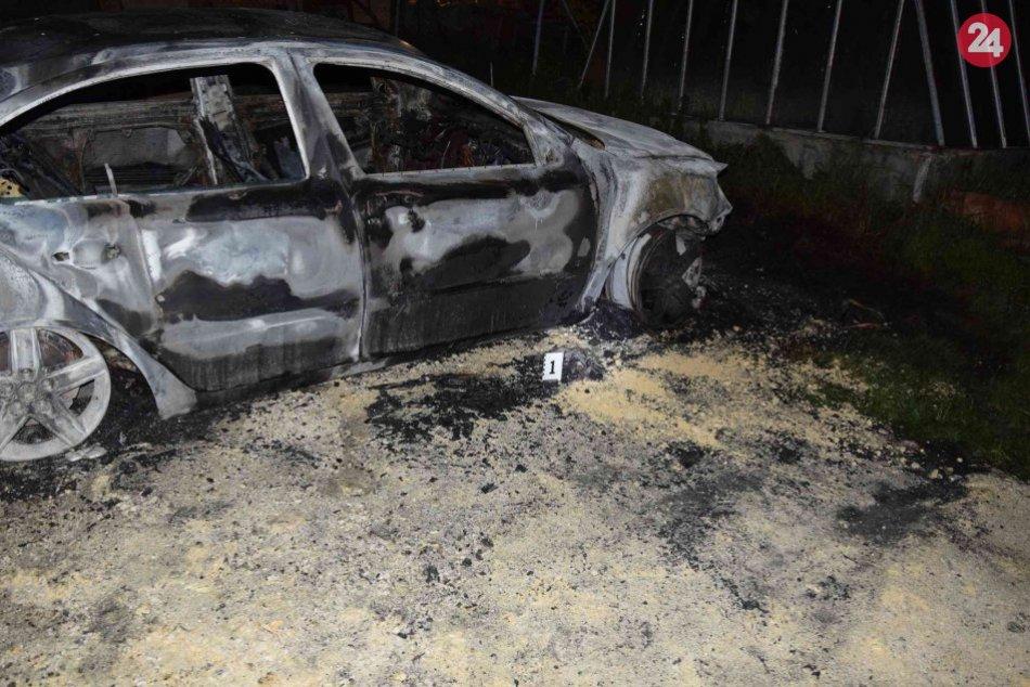 Za úmyselné podpálenie auta hrozí mladíkovi trojročné väzenie