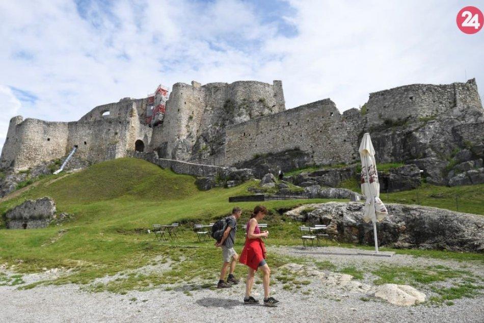 Ministerka kultúry kontroluje práce na Spišskom hrade