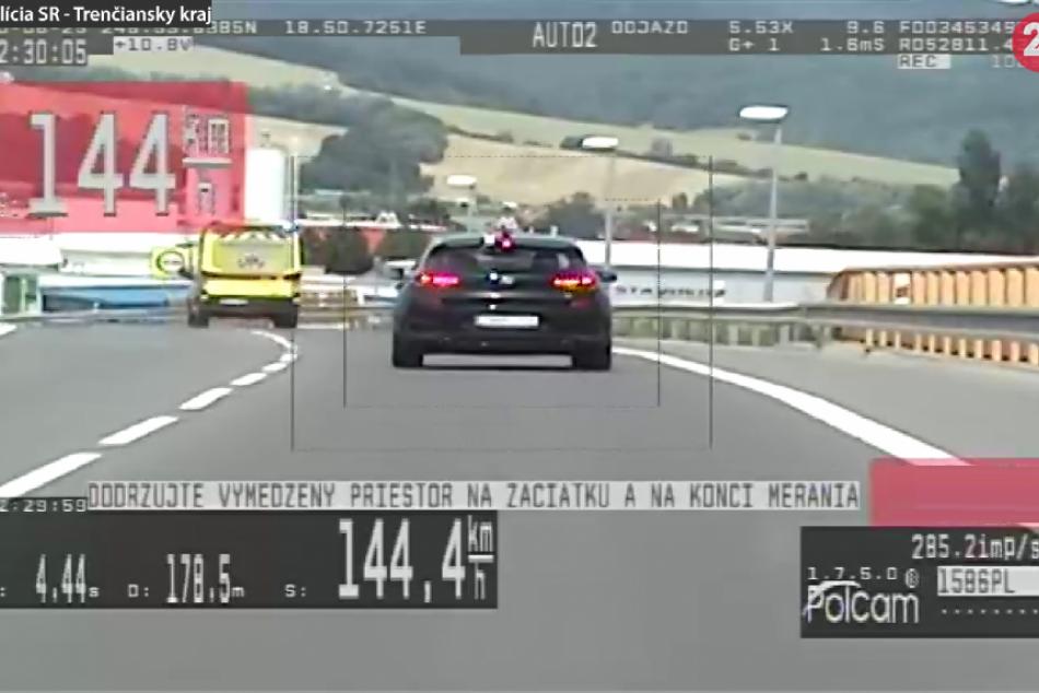 FOTO: Na privádzači do Trenčíne je 70-ka, vodič (31) tadiaľ išiel 144 km/h
