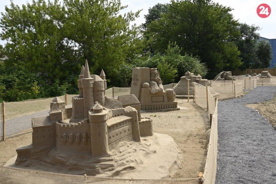 FOTO: V pieskovom kráľovstve v Bojniciach sídli 9 slovenských hradov a zámkov