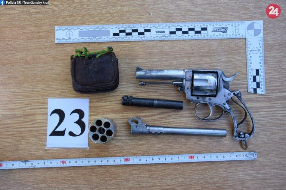 Považskobystrickí kriminalisti našli zbrane v jednom z rodinných domov
