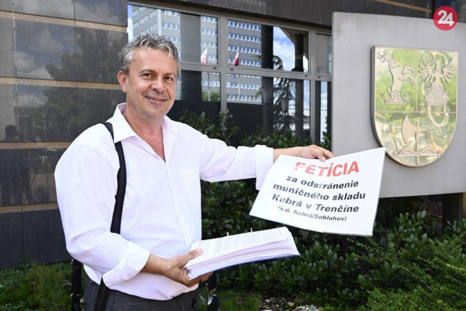 FOTO: Proti muničnému skladu v Trenčíne-Kubrej vznikla petícia