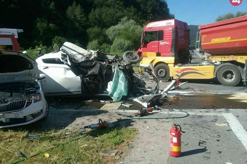 FOTO z tragickej nehody v Považskej Bystrici