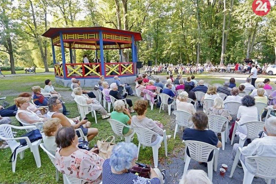 V OBRAZOCH: Promenádny koncert v Mestskom parku