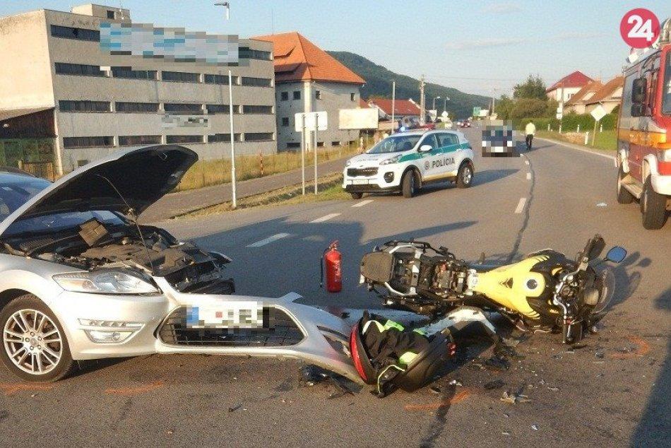 V OBRAZOCH: Po zrážke s autom neďaleko Zvolena sa vážne zranil motorkár