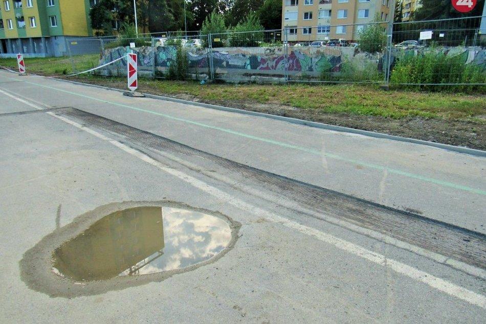 Obrazom: Poškodený cyklochodník na Mukačevskej začali opravovať