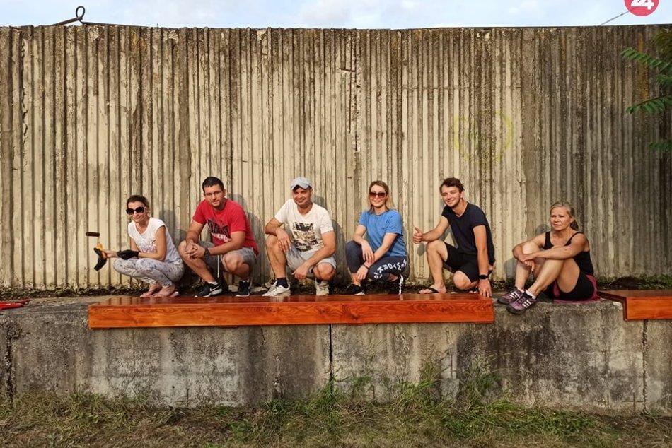 Dobrovoľníci vytvárajú freestyle sedenie na Kalvárii