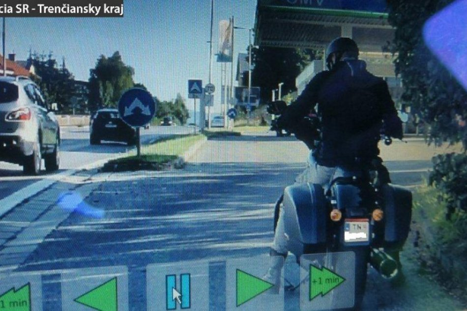FOTO: Kreatívny motocyklista z Trenčína si dal vyrobiť vlastné evidenčné číslo