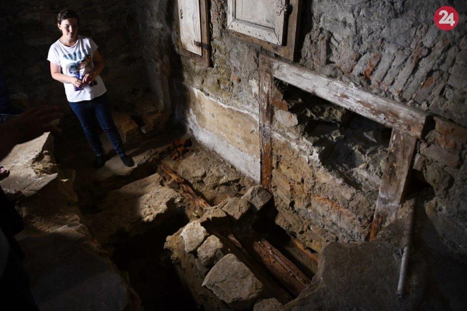 OBRAZOM: Objav najstaršieho osídlenia na námestí v meste Spišské Vlachy