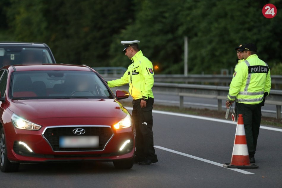 V OBRAZOCH: Zábery z kontroly na cestách v Banskobystrickom kraji