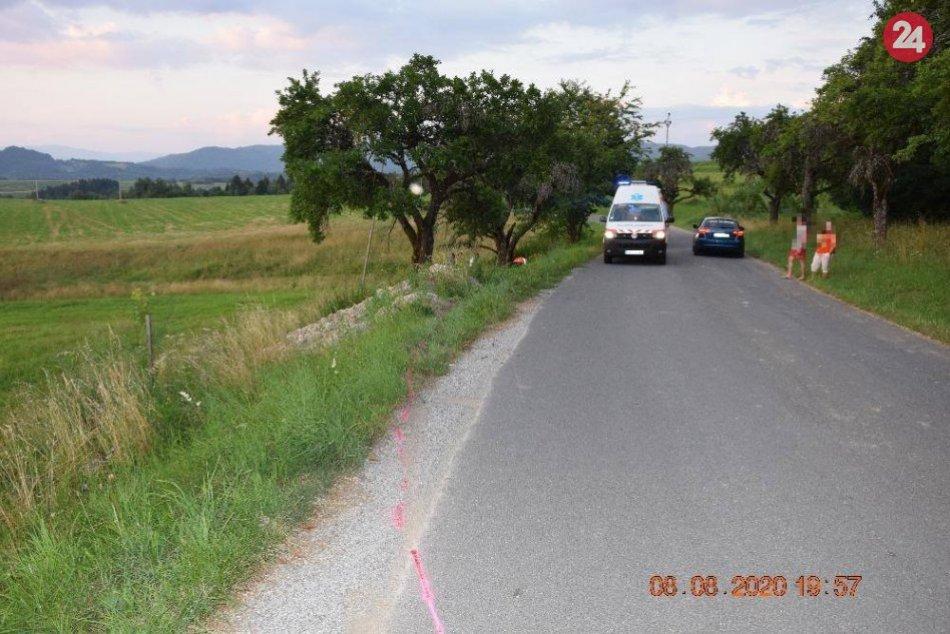 V OBRAZOCH: Opitý motorkár bez papierov skončil v jarku