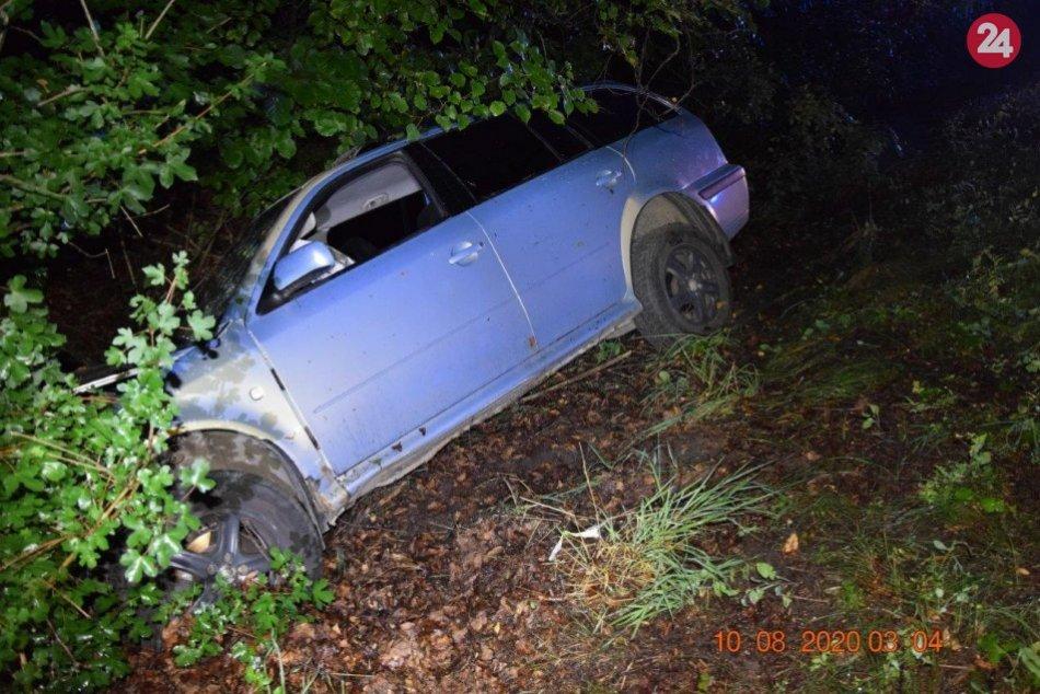 V OBRAZOCH: Po nehode skončil v Hrone vodič osobného auta