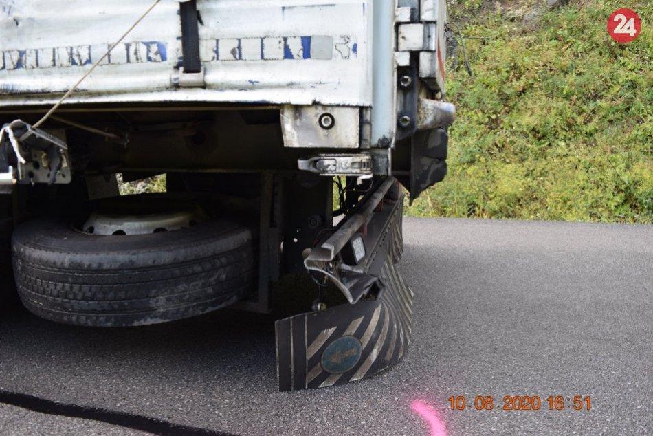 V OBRAZOCH: Zrážka kamióna s motorkou si vyžiadala ťažké zranenia