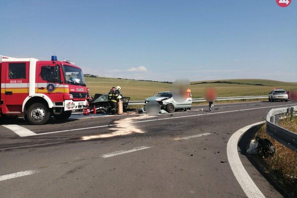 V OBRAZOCH: Nehoda 3 áut neďaleko Tornale
