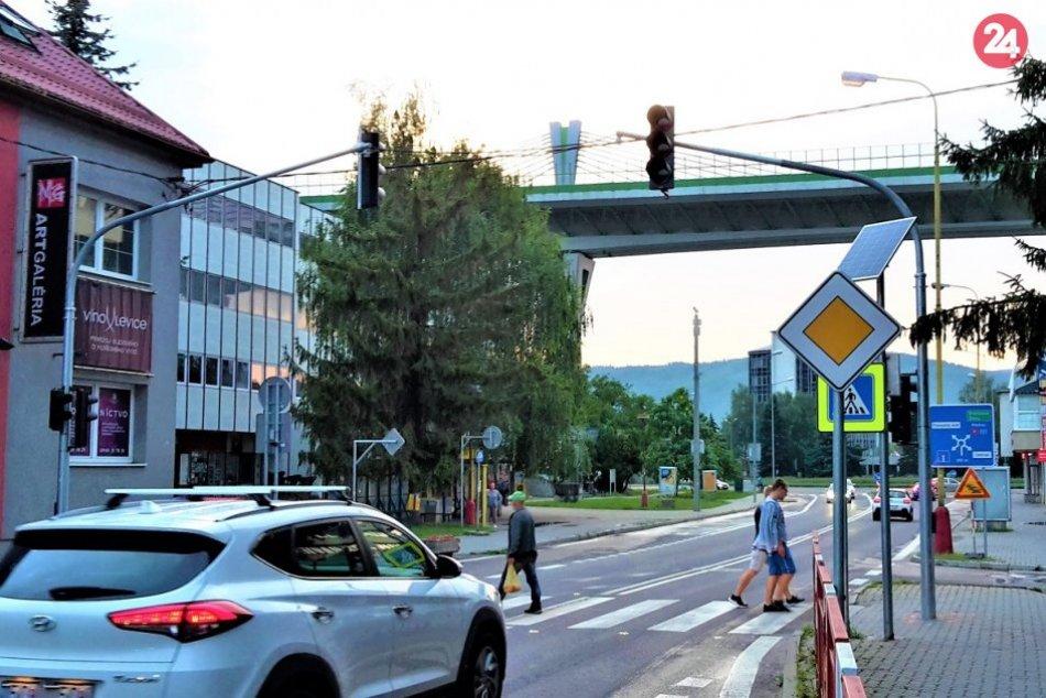OBRAZOM: Nové semafory v Považskej medzi hlavnou a veľkou okružnou križovatkou