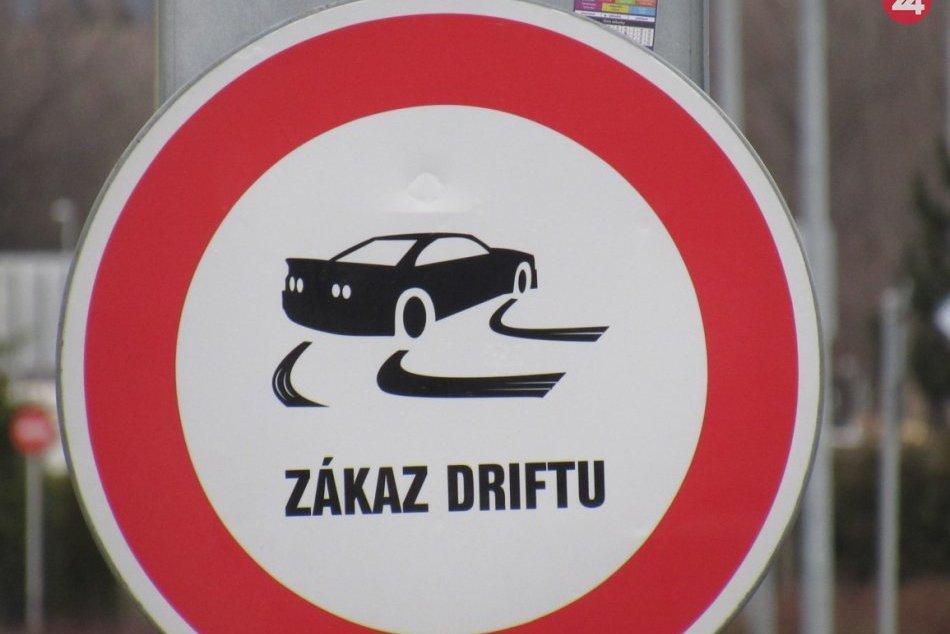 Obrazom: Netradičná dopravná značka v Prešove zakazuje driftovať