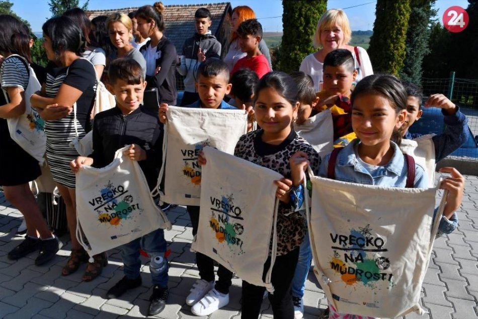 Ministerská návšteva v škole v Bystranoch