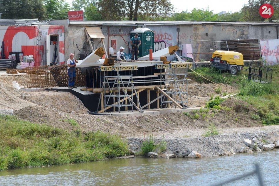 Výstavba cyklolávky ponad rieku