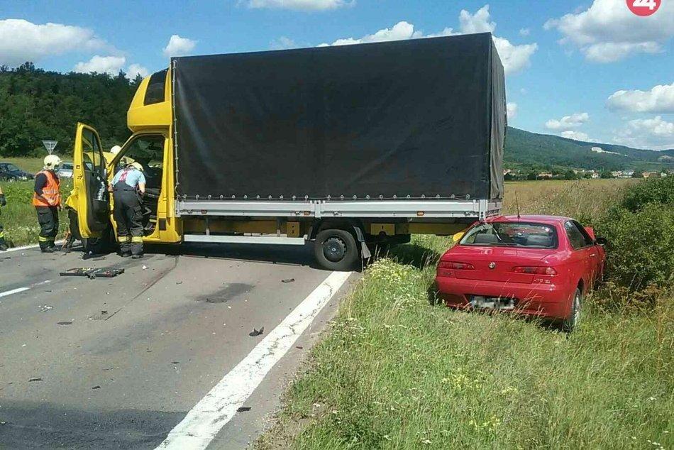 OBRAZOM: Dopravná nehoda troch vozidiel pri obci Dolné Vestenice