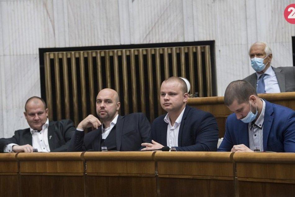 Poslanci si v pléne Národnej rady SR odmietli nasadiť rúška