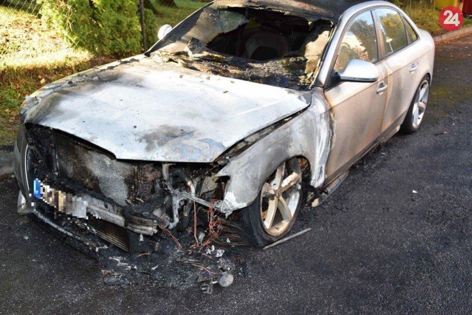V OBRAZOCH: Vo Zvolene zhorelo auto