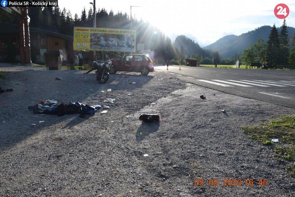 Obrazom: Zrážka motorky s autom v našom okrese