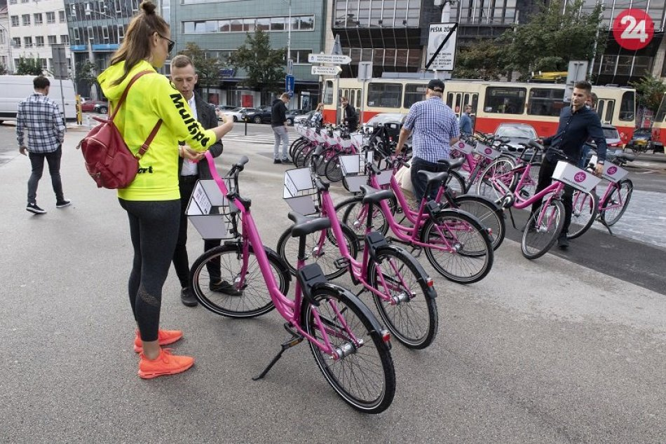 Zdieľané ružové bicykle v Bratislave