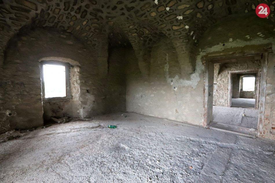 V OBRAZOCH: Zanedbaný renesančný kaštieľ v obci Dolná Mičiná