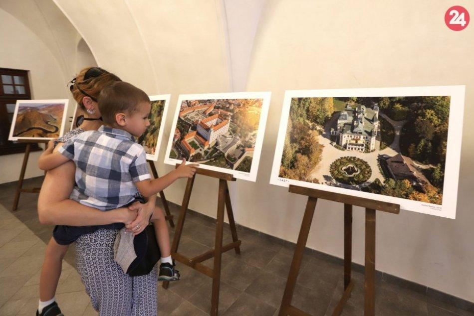 V OBRAZOCH: Výstava Rodinné striebro v Banskej Bystrici