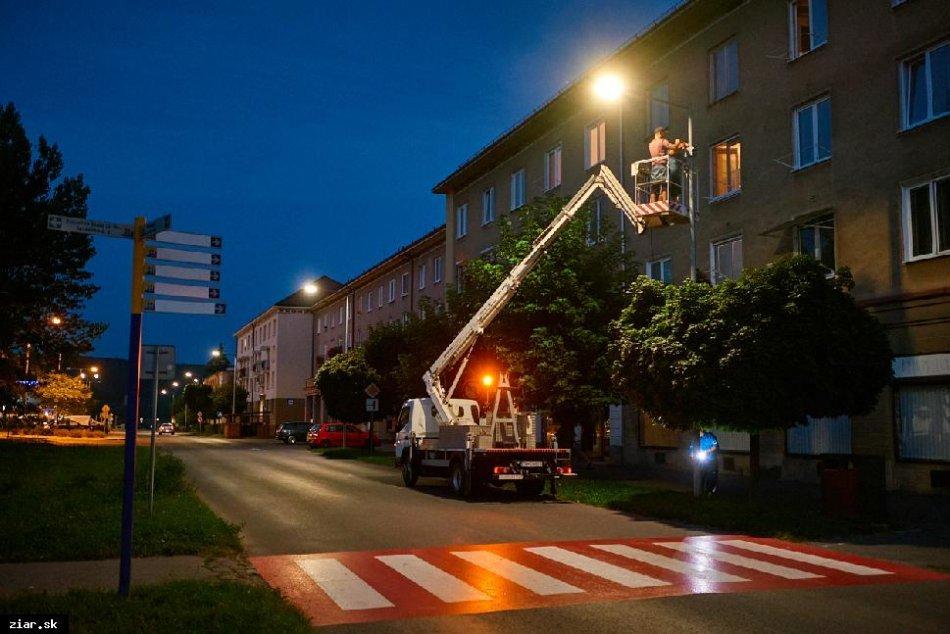 FOTO: Unikátny LED priechod pre chodcov v Žiari nad Hronom