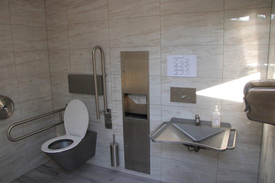 Vynovené toalety na námestí
