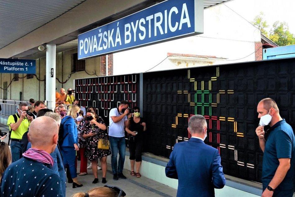 OBRAZOM: Protihluková stena na stanici v Považskej Bystrici je malebnejšia
