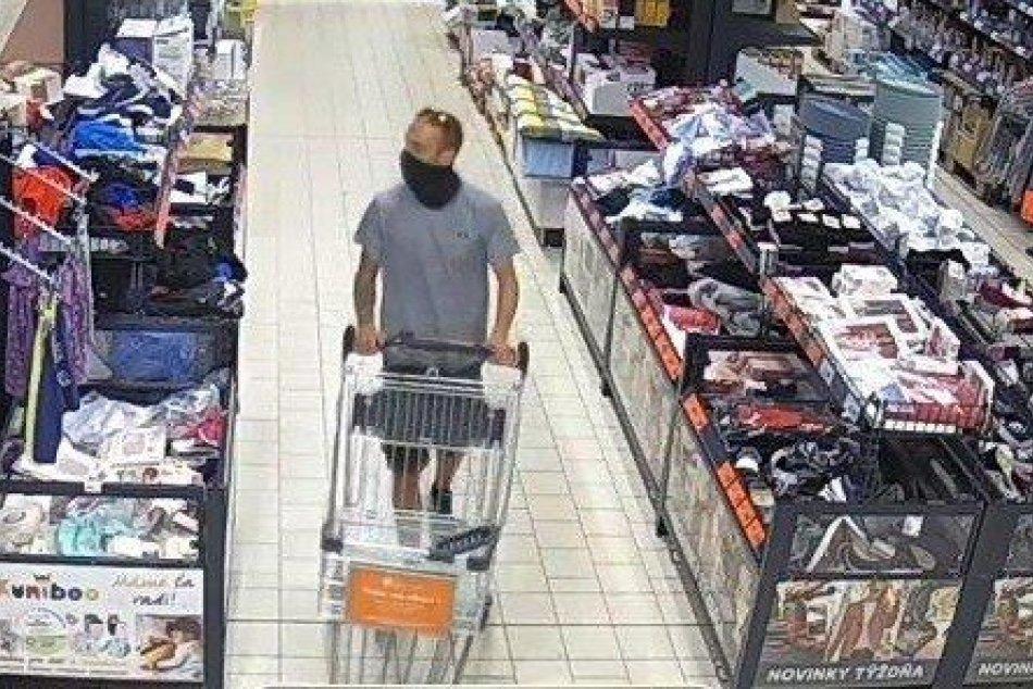 V OBRAZOCH: Spoznávate muža na fotkách? V Bystrici nakupoval bez platenia