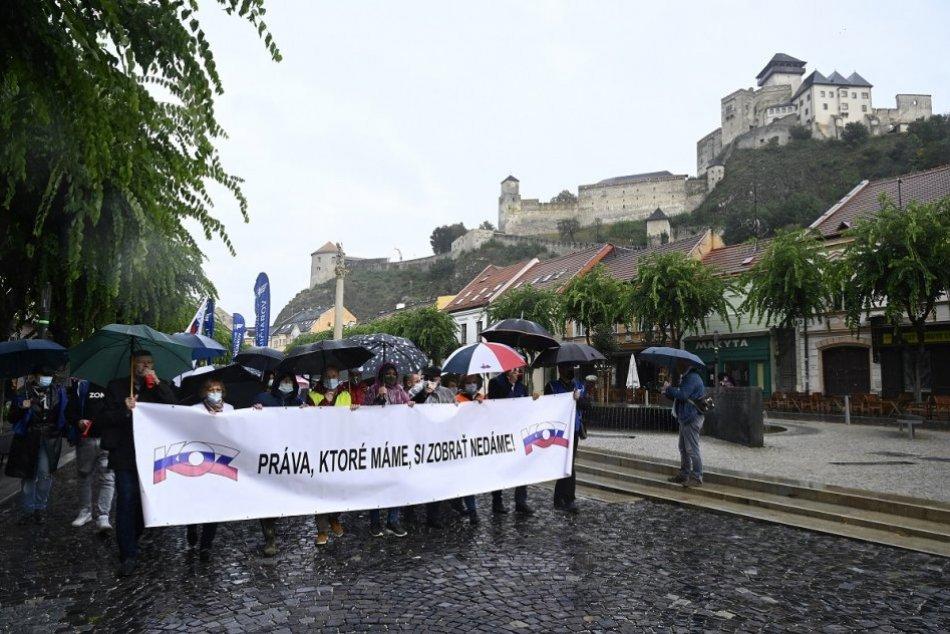 FOTO: Protestný pochod KOZ za práva všetkých zamestnancov v Trenčíne